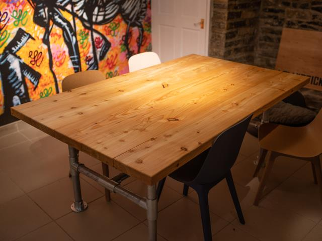 larch table co2 timber 84